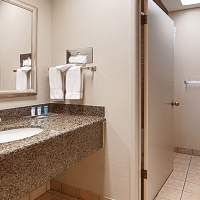 Best-Western-Gilroy-Hotel-Bathroom.jpg