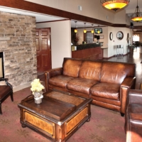 gilroy-hotel-with-fireplace-lounge