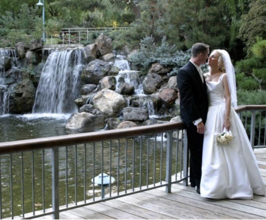 couple at gilroy gardes a beautiful California wedding venue